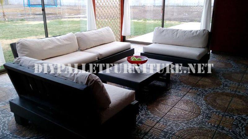 Set de muebles con palets para la terraza for Muebles de terraza con palets