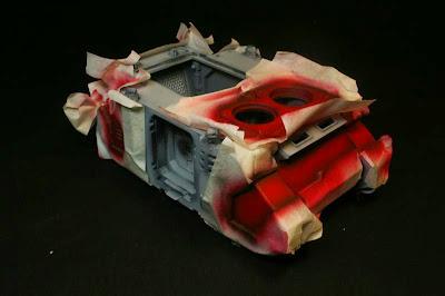 Vista derecha del razorback pintado de Rojo Escarlata de Vallejo Model Air