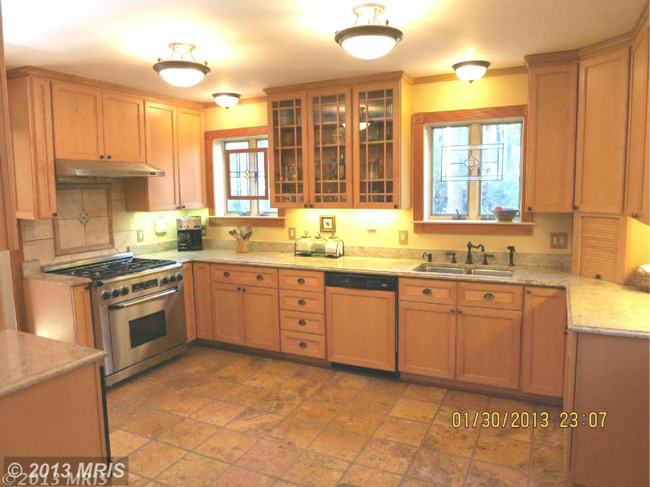 It S A Nice Kitchen But It S Just Not My Taste Really The Whole House Isn T Exactly My Taste Right Now It Could Easily Pass As A Nice Hunting Lodge