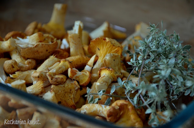 Pfifferlinge; Pilze putzen; Thymian