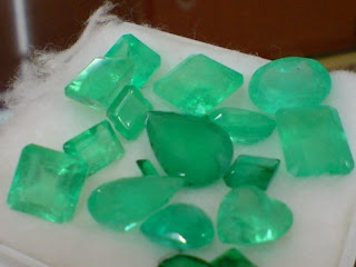zamrud emerald gemstone
