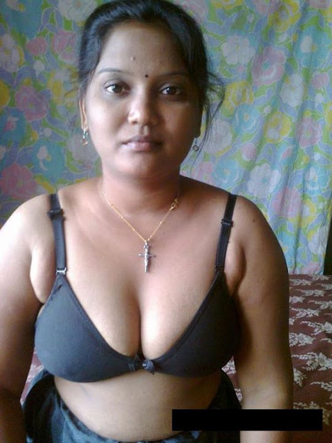 Hot Sexy Desi Indian Bhabhi Show Bra And Panty Spicy Pics3