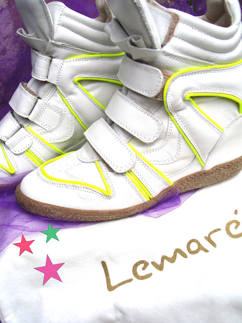lemarè sneakers donna, amanda marzolini italian fashion blogger, the fashionamy, flluo colors wedge shoes, golden shoes, golden sneakers, fluo denim,