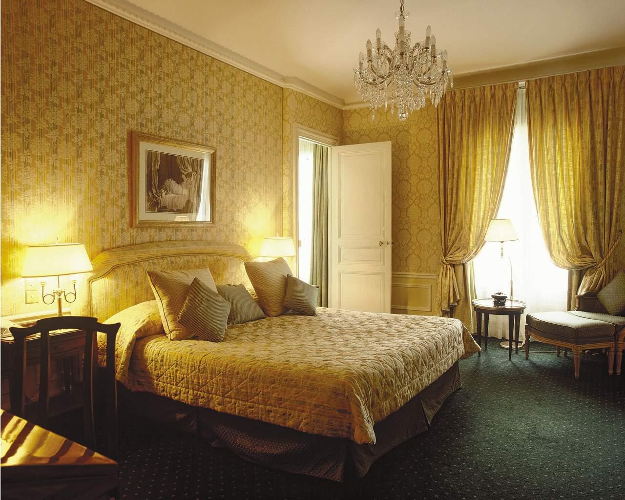 http://4.bp.blogspot.com/-Ivl4EqJ6B1s/To5tk2R_GDI/AAAAAAAABDY/JfQ_Px3kzjk/s1600/wall+Best-Luxury-Bed-Room-Design-Interior-Ideas-with-Wallpapers41.jpg