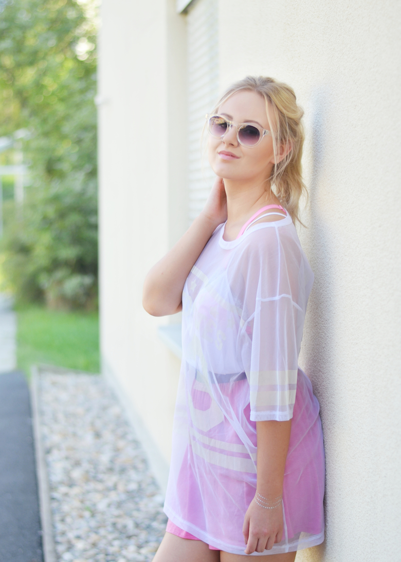 Outfit_pinker_Rock_transparentes_XL_Baseball_Shirt_Sommeroutfit_Pool_Party_ViktoriaSarina