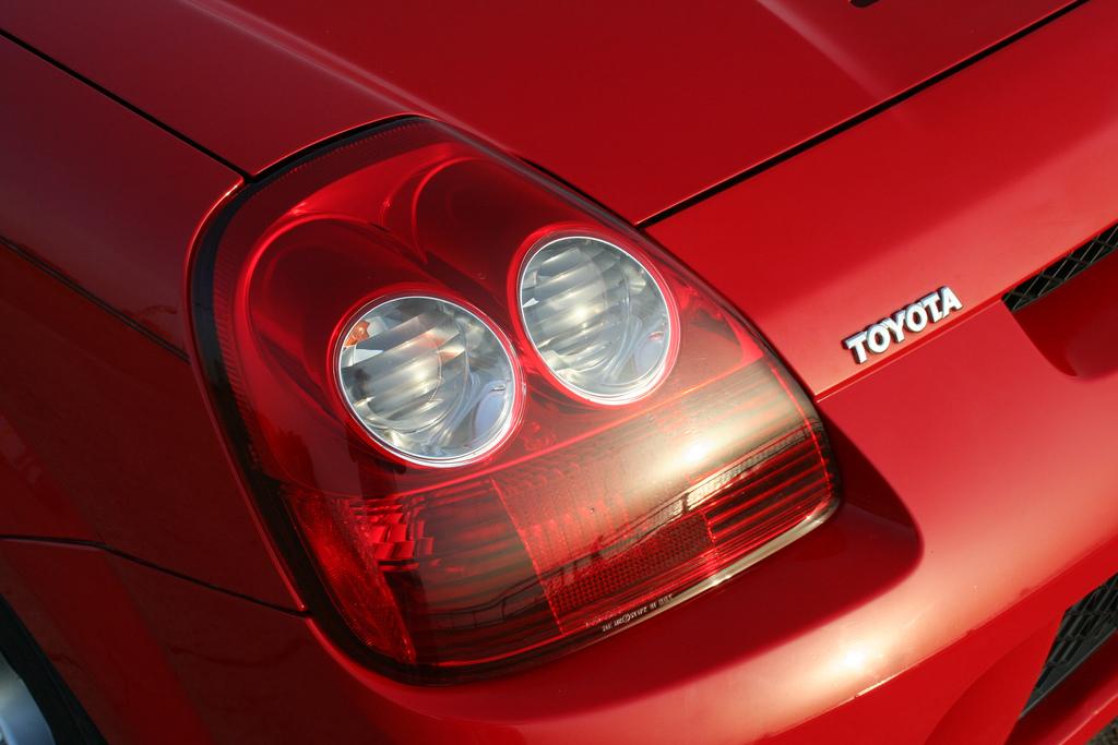 Toyota MR2, ZZW30, ściągany dach, japońska motoryzacja, foto, modyfikacje, sport, tył samochodu, czerwony, lampy, po faceliftingu