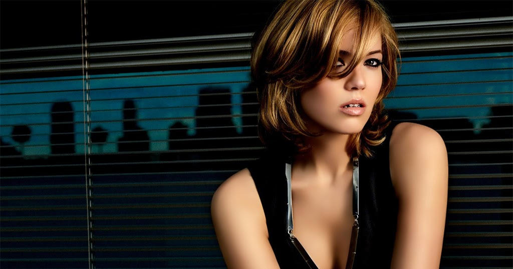Mandy Moore Nude Pics and Videos -- -