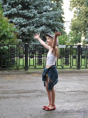 Настя Репина под дождем