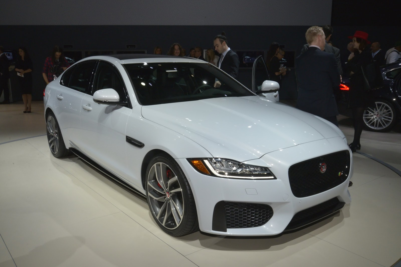 2017 Jaguar XE Priced From $34,900*, New 2016 XF From ...