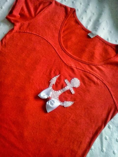 Camiseta de mujer con detalle de ancla marinera y lazo