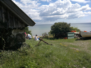 Here are some painters, painting the beautiful scenery (Rörom Beach)