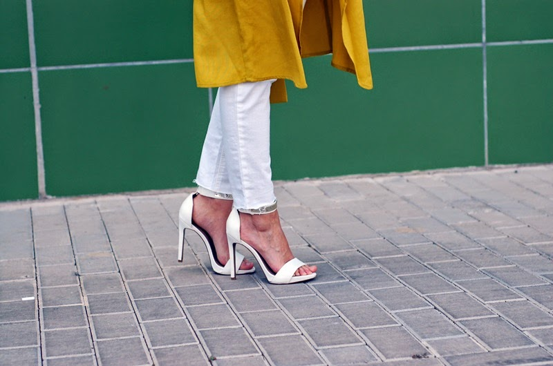 total white outfit and green trench street style