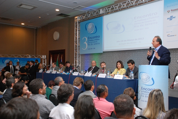 Vice-Governador Pezão ressalta importância de programas que levaram muitas melhorias aos municípios nos últimos anos, como o 'Asfalto na Porta' e o 'Somando Forças'