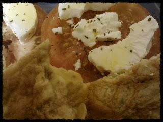Truita amb formatge i tomàquet