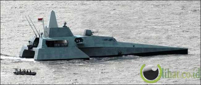 kapal cepat rudal (KCR) Trimaran