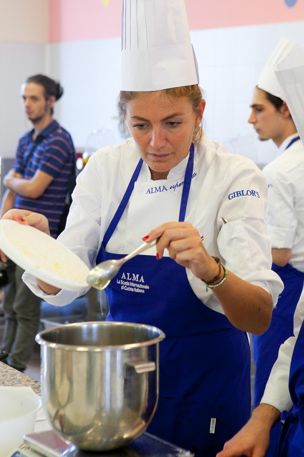 Sorelle in pentola alma l 39 esperienza della vera scuola - Scuola di cucina alma ...