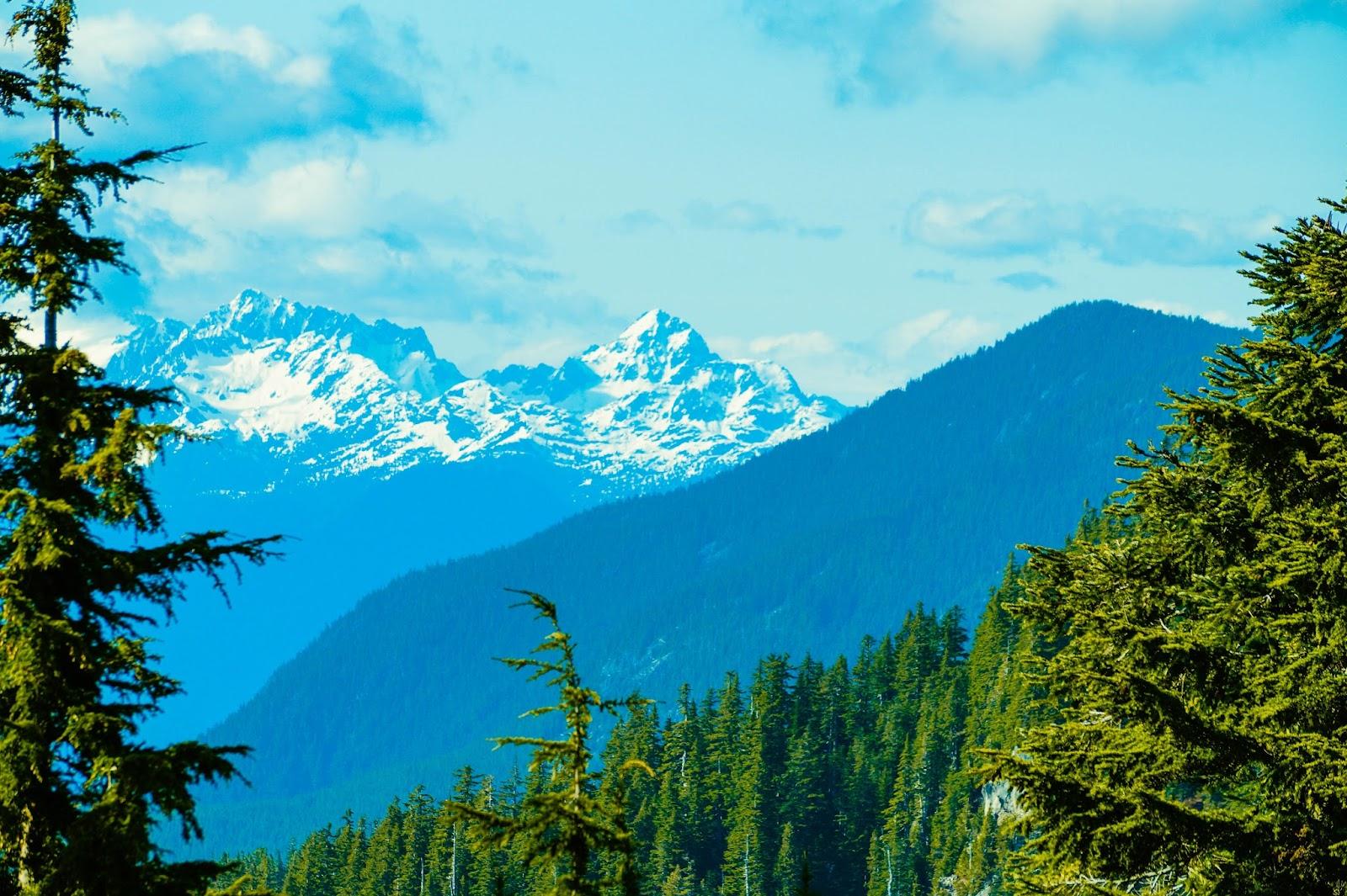 Как многие горы в этом провинциальном парке, гора Тантал была названа в честь героя древнегреческой мифологии