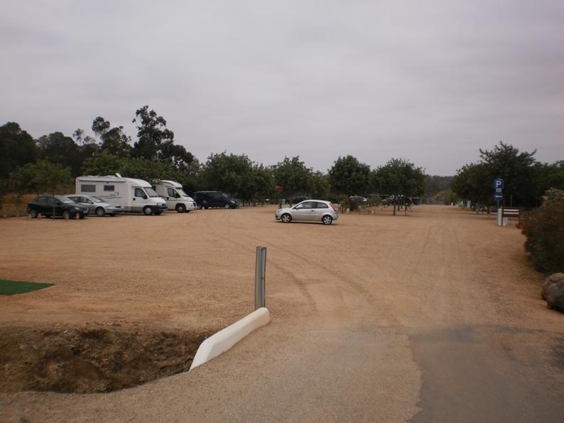 Parque para automóveis da praia Fluvial