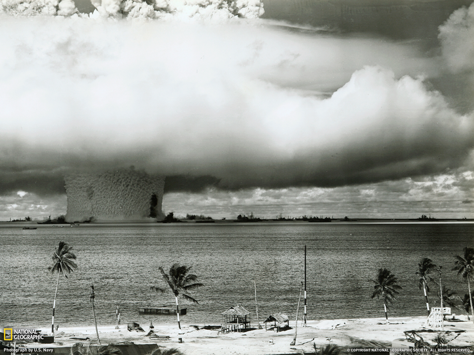 http://4.bp.blogspot.com/-Ix_Y8izkfv4/UR8ZSFirt3I/AAAAAAAAMFM/VO4250RicMQ/s1600/8003_1600x1200-wallpaper-Atom+Bomb+Test,+Bikini+Atoll.jpg