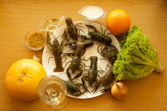 Ингредиенты для салата с цитрусовыми и раками