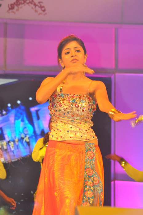 poonam kaur new dancing at paruchuri brothers feliciated by tsr, poonam kaur new latest photos