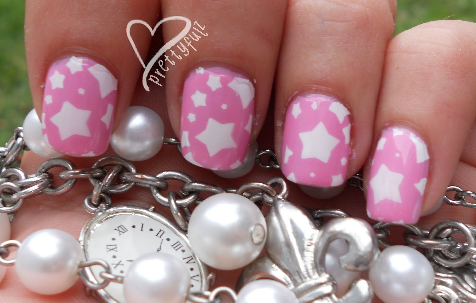 Super cute pink &; white star nail art design for short nails!