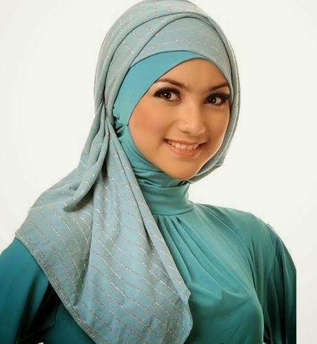 Kreasi Jilbab Instan Asimetris untuk Segala Aktivitas