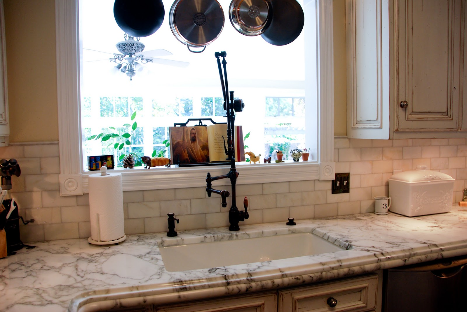The granite gurus whiteout wednesday 5 white kitchens with super - The Home Is Actually Owned By A Contractor That We Work With Pyne Renovations They Do Custom Renovations Specializing In Kitchens And Baths