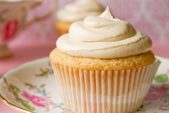 how to make vanilla buttercream frosting for cupcakes
