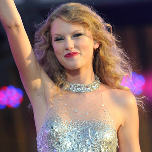 """how to write a song like taylor swift Quincy jones has criticised taylor swift's songwriting, saying the music world  needs songs, """"not hooks"""" in a new profile, the celebrated record."""