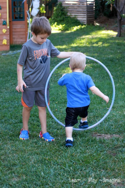Gross motor activity hula hoop games learn play imagine for Gross motor games for preschoolers