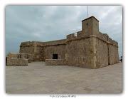 El Castillo de Sant Jordi d'Alfama, se erige en los acantilados que bordean . (castillo sant jordi d`alfama atmella de mar)