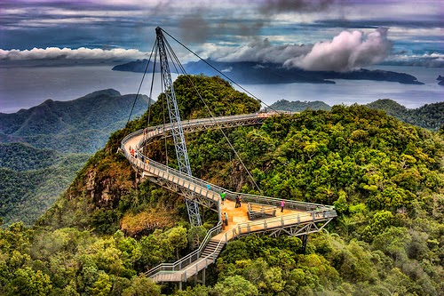 Adakah Anda Cukup Berani Untuk Melalui 8 Jambatan Paling Menakutkan di Dunia Ini