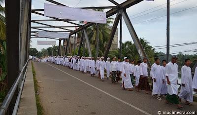 Tidak terkecuali jembatan Samalanga yang menjadi pintu menuju pusat kota Samalanga.