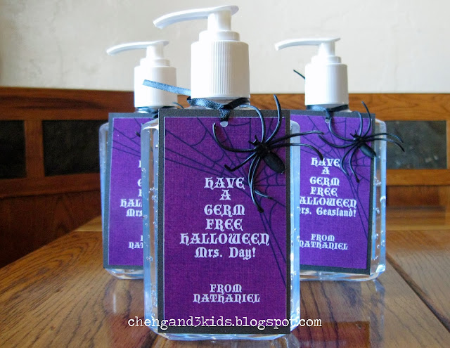 Halloween Teacher Gift --- Hand Sanitizer by chengand3kids.blogspot.com #Halloween #teachergift #diygift #gifttag #Halloweengift