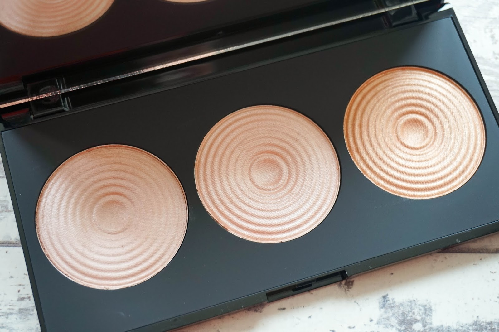 Makeup Revolution Radiant Lights Highlighter Palette