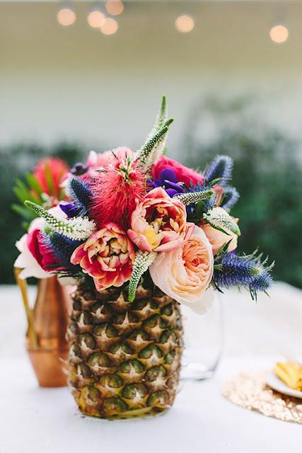 tendencia-decoracao-ananas-arranjo-centro-flores