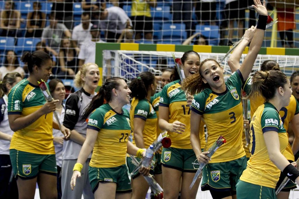 O handebol feminino brasileiro conseguiu hoje (18) seu melhor resultado na  história dos Mundiais. A equipe comandada pelo dinamarquês Morten Soubak  goleou a ... 9de3a96c87fba