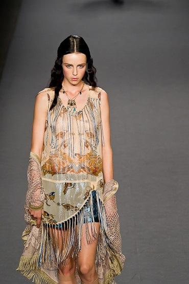 Pakistani Fashion Indian Fashion International Fashion Gossips Beauty Tips Anna Sui Spring