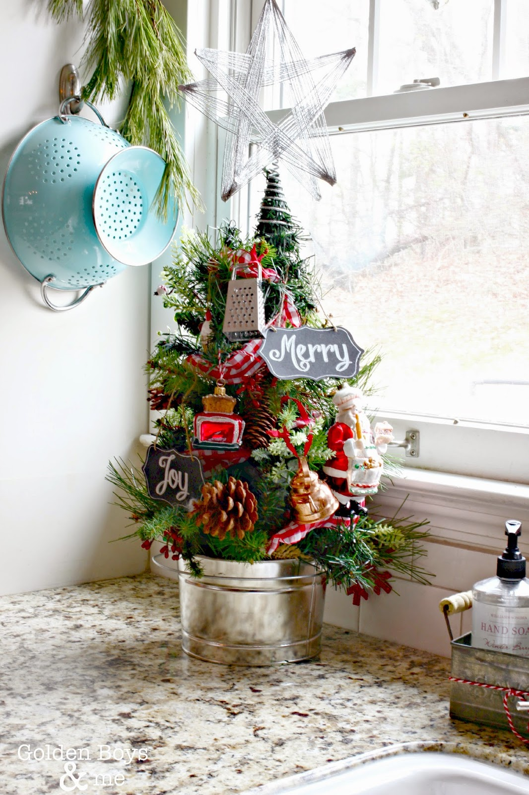 Kitchen Christmas tree-www.goldenboysandme.com