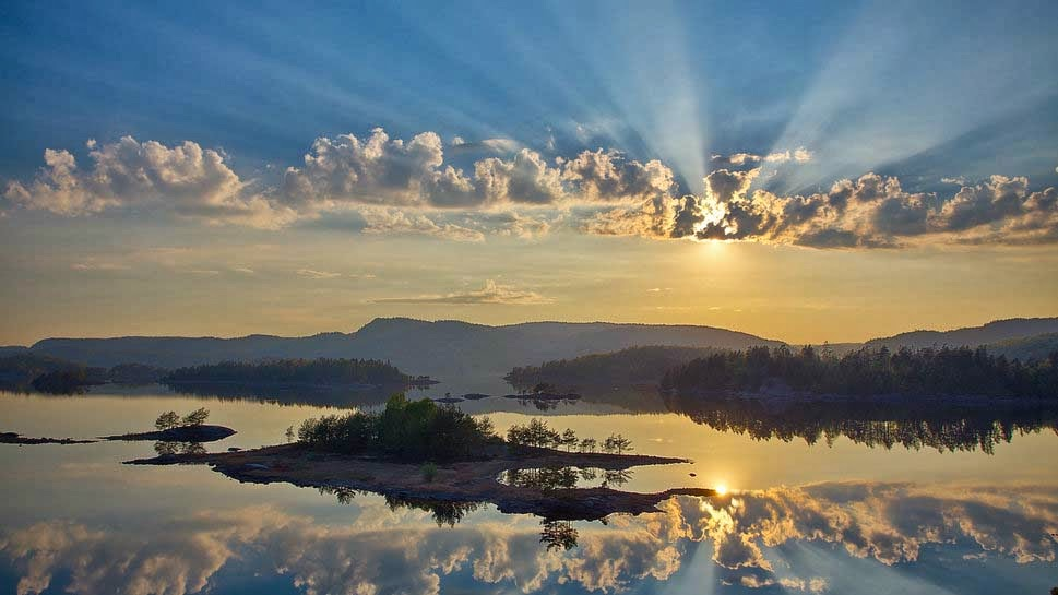 mountain-river-forest-sun-rays-natural-image
