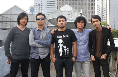 kunci gitar ,lirik lagu, download MP3 Hello Move On
