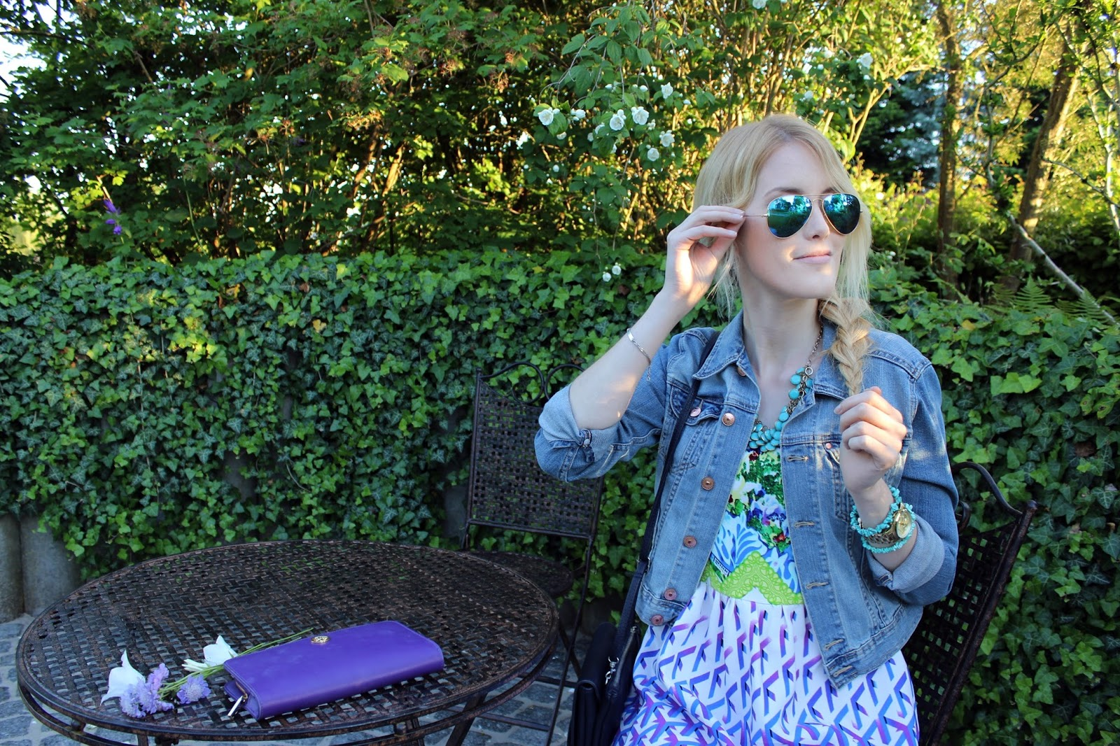Dress Kleid TheBlondeLion Outfit Jeansjacke Prints Blonde Braid Casual Ray Ban
