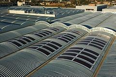Paneles adaptados a estructura de techo curvado y ondulado.