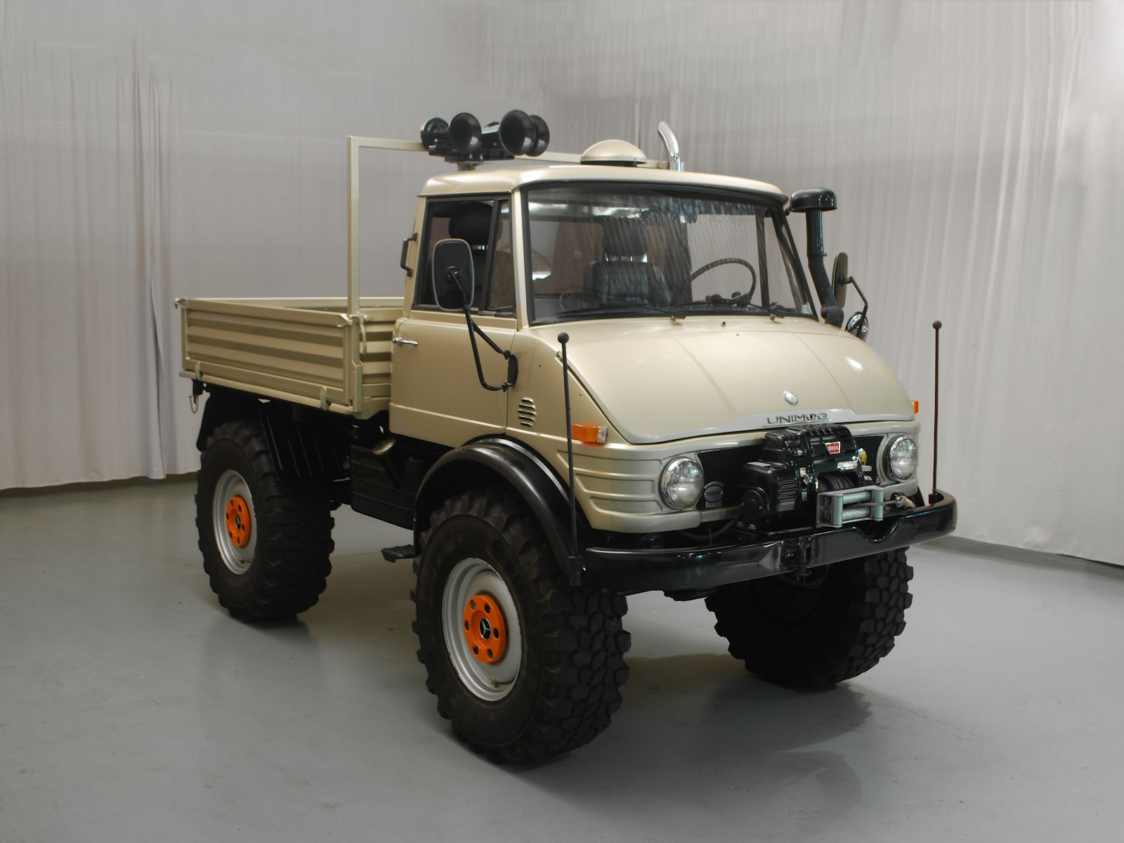 1974 unimog primierauto. Black Bedroom Furniture Sets. Home Design Ideas