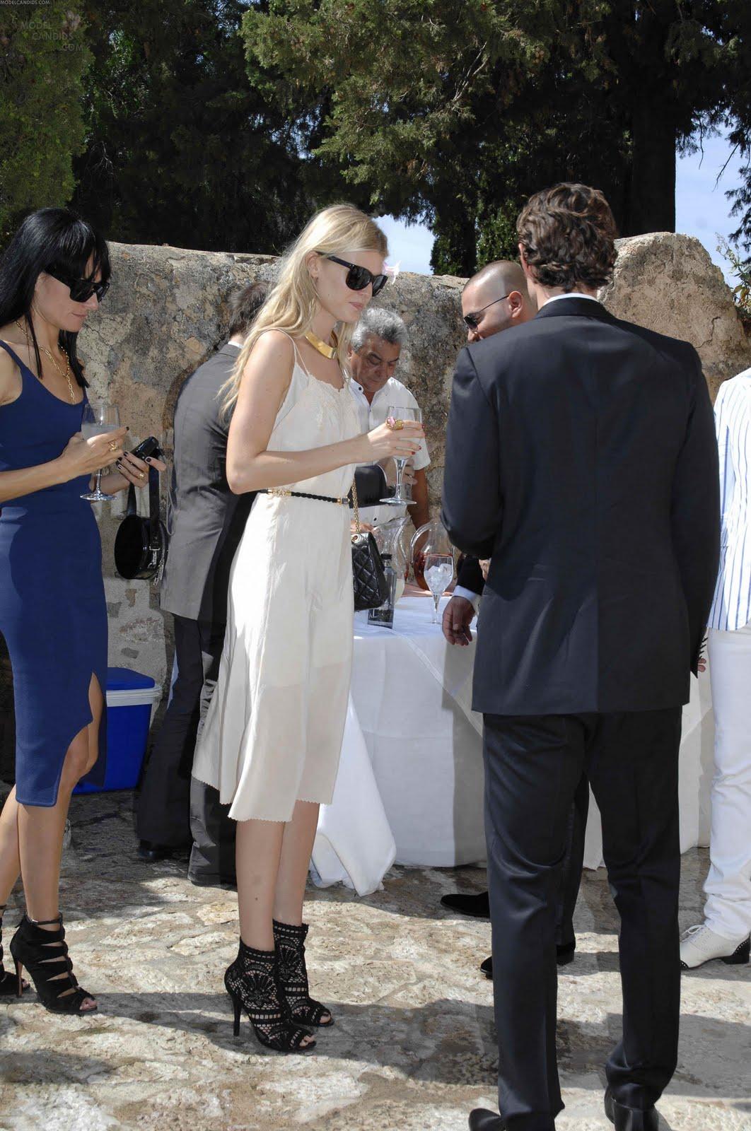 http://4.bp.blogspot.com/-J-FZu1yU4mw/TijHVCSy24I/AAAAAAAAFCo/eiO8S2DKxis/s1600/la+modella+mafia+Anja+wedding+4.jpg