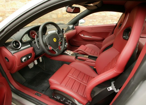 Fast Cars Online: Ferrari California Interior