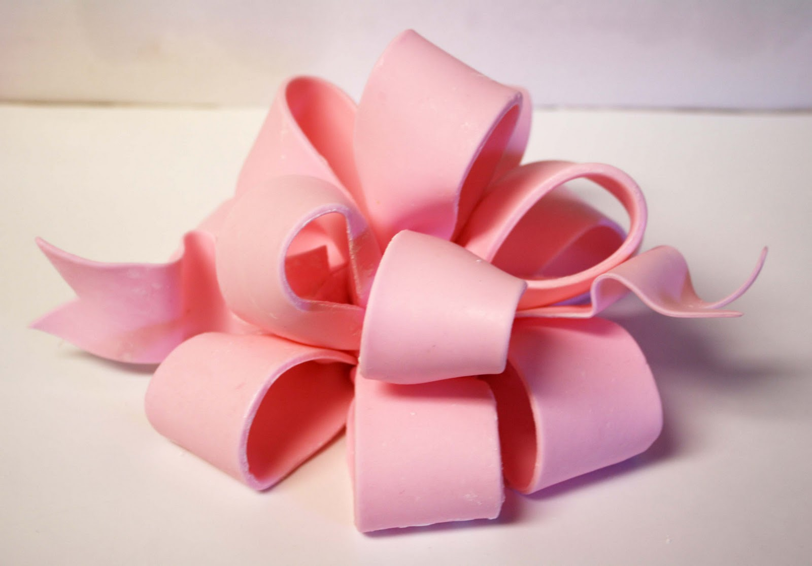 Cake With Fondant Ribbon : If you missed Part 1 of How to Make a Poofy Bow , you can ...