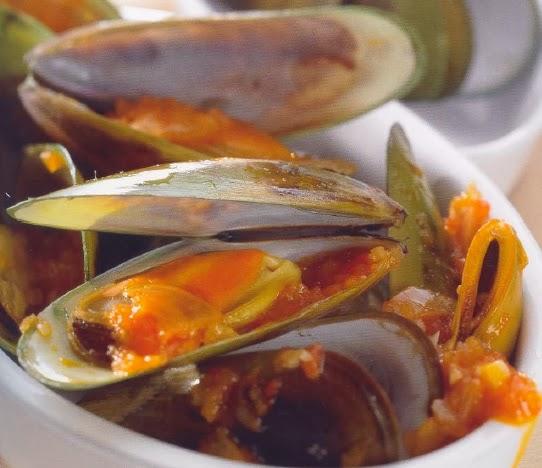 Mexilhões com molho de tomate picante