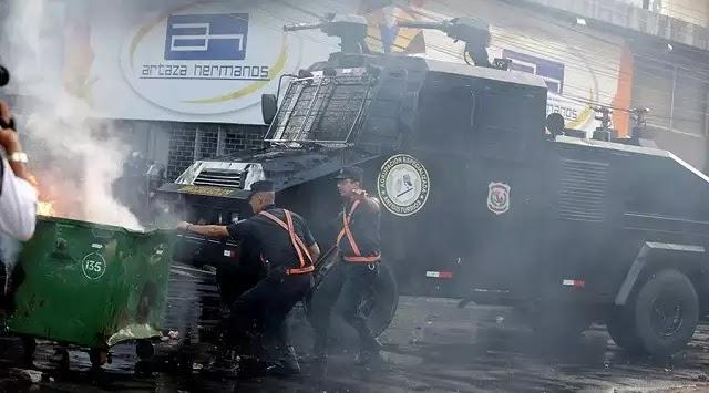 Αυτοί ΔΕΝ παίζουν. ΕΚΑΨΑΝ τη Βουλή. Παραγουάη: Φωτιά στο κτίριο του Κογκρέσου